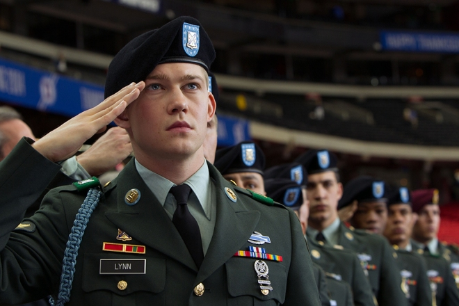 BILLY LYNN'S LONG HALFTIME WALK, Joe Alwyn, 2016. ph: Mary Cybulski. © TriStar / courtesy Everett